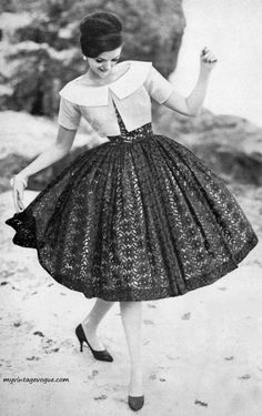 Vintage clothing is so beautiful, and this dress from the 1950s is a perfect example! #1950s #vintage