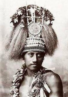 Historical photo showing manaia with tuiga