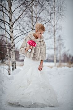 winter bride // Bea & Lauri: an elegant winter wedding on Best Day | Photography by Maria Hedengren