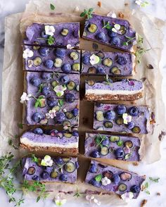 Blueberry Raw Cake 🌿 Base: 100 g / oz dried, soft apricots 1 cup pecan nuts pinch of sea salt 🌿 Filling: 2 cups cashew nuts (soaked for 30 minutes & rinsed) 1 ripe banana ¼ cup coconut oil, melted. Raw Food Recipes, Dessert Recipes, Dessert Food, Dessert Bars, Organic Recipes, Vegan Food, Keto Recipes, Healthy Food, Healthy Eating