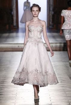 See all the Collection photos from Tony Ward Spring/Summer 2017 Couture now on British Vogue Beautiful Gowns, Beautiful Outfits, Catwalk Collection, Couture Collection, Bridal Collection, Glamour, Dream Dress, Couture Fashion, Pretty Dresses