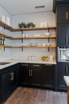 Farmhouse kitchen Renovation - Trend Alert AllStainless Is Out and Mixed Metals Are In. Home Decor Kitchen, Interior Design Living Room, Home Kitchens, Decorating Kitchen, Country Kitchen, Diy Kitchen Ideas, Kitchen Wrap, Condo Kitchen, Kitchen Tops
