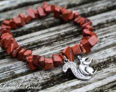 golden owl yoga bracelet red jasper chip beads por LoveableBeads