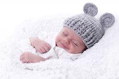 Babymütze    Süsses Babymützchen Graue Maus :)  Jede Mütze wird von Hand in einem Stück gefertigt und so mit drückt auch nichts, weil es keine stör...