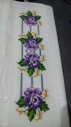 This Pin was discovered by Zül Cross Stitch Sampler Patterns, Cross Stitch Borders, Cross Stitch Rose, Embroidery Patterns Free, Cross Stitch Flowers, Baby Knitting Patterns, Cross Stitch Designs, Cross Stitching, Cross Stitch Embroidery