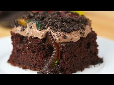 "Get Down And Dirty With This ""Worms And Dirt"" Poke Cake"