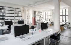 Office Bruzkus Batek: This architectural duo has designed its own offices within a century former chocolate factory in Berlin Mitte. Contemporary Architecture, Architecture Design, Office Pictures, Loft, Office Interiors, Open Concept, Office Desk, Designer, Interior Design