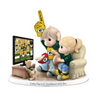 Figurine: Precious Moments Every Day Is A Touchdown With You Packers Figurine