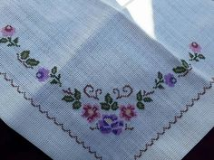 Veronica, Embroidery, Letters With Flowers, Floral Letters, Embroidery Ideas, Cross Stitch Embroidery, Country Homes Decor, Cross Stitch Flowers, Crochet Bikini
