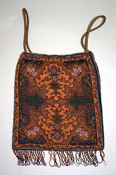 Silk and metal purse, 1920s. Collection of Metropolitan Museum of Art, New York.