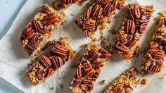 For a fall recipe the whole family will love, make these pecan pie granola bars: they\'re chewy, crunchy, and can be easily packed into a lunch bag. Healthy Homemade Snacks Recipes, Vegan Recipes, Protein Recipes, Protein Snacks, Healthy Baking, Yummy Snacks, Healthy Snacks, Vegan Cake, Vegan Desserts