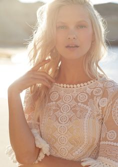 sun-kissed, natural beauty look perfect for the honeymoon, destination bride or romantic getaway | Lea Tunic from BHLDN