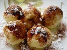 Jídlo, které chutná především dětem. Klasické knedlíky se dělají kynuté, a to může být kámen úrazu. Řešením jsou tyto rychlé tvarohové knedlíky. Czech Recipes, Ethnic Recipes, Dumplings, Doughnut, Baked Potato, Sweet Recipes, Yummy Treats, Muffin, Tasty