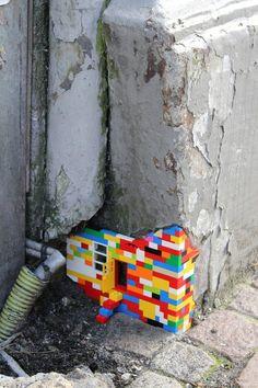 The Lego version of yarn bombing, street art Street Art Utopia, Street Art Graffiti, Street Mural, Wall Street, Land Art, Urbane Kunst, Graffiti Artwork, Grafiti, Photo D Art