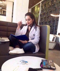 Pharmacy School, Medical School, Nursing Goals, Nurse Aesthetic, Nurse Photos, Beautiful Nurse, Medical Careers, Med Student, Med School