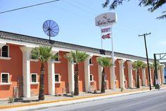 El Motel y Hotel Económico Las Fuentes se encuentra a solo 15 minutos en coche del centro de Mexicali Baja California y ofrece aparcamiento privado gratuito y habitaciones con aire acondicionado y conexión Wi-Fi gratuita. Las estaciones de tren y autobús de Mexicali se encuentran a 10 minutos a pie.