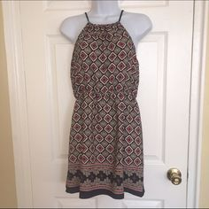 Pattern sundress Gently used sun dress / pattern dress with cinched waist and tie detail - size small. Purchased at boutique. Dresses Mini