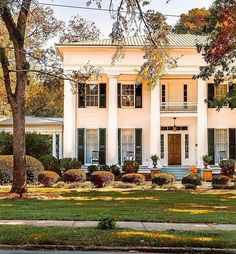 """@glimpsesofthesouth shared a photo on Instagram: """"Mansion Monday from beautiful Madison, Ga. . . . . . #thesouth #porch #southernliving #oldhouselove #archi_ologie #historichomes…"""" • Sep 20, 2021 at 12:30pm UTC"""