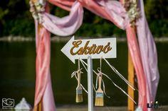 """Egy # """"tengerparti esküvőn"""" gondolni illik a vendégekre is. A szertartás után, most már le tudják takarítani a cipőiket! Beach, Wedding, Valentines Day Weddings, The Beach, Beaches, Weddings, Marriage, Chartreuse Wedding"""