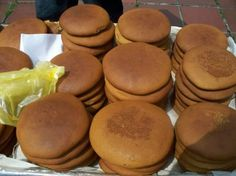 Cucas (careful with this word, it has a double entendre that is risqué in Spanish! These are delicious soft cookies made with dark molasses, and they are sold on roadsides in Venezuela and Brazil. Baking Recipes, Cookie Recipes, Dessert Recipes, Desserts, Yummy Recipes, Columbia Food, Venezuelan Food, Venezuelan Recipes, Dominican Food