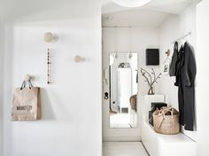 A house tour of a Scandinavian apartment that isn't just an all white interior. Black and white home with indigo and rustic natural accents. Scandinavian Apartment, Scandinavian Interior Design, Home Interior, Scandinavian Style, Hallway Inspiration, Interior Design Inspiration, Design Interior, Decoration Hall, Entryway Organization