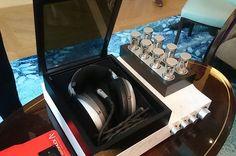 Ini merupakan headphone dari @Sennheiser yang harganya 792 juta rupiah (Nuffsaid)  . . Namanya HE 1 dan ketika kami mencobanya suara yang dihasilkan benar-benar out of this world . . Mahakarya Jerman ini diklaim sebagai Headphone termahal sekaligus terbaik di dunia . . Supercar kondo apartemen rumah mewah sepertinya adalah hal mainstream bagi orang kaya. Tapi Anda belum bisa disebut orang kaya kalau belum punya Headphone seharga 792juta rupiah. Kira-kira begitu kata pihak Sennheiser kepada…