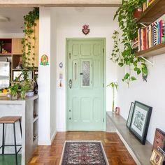 Cheap Wall Decor, Cheap Home Decor, Diy Home Decor, Decor Crafts, Colorful Apartment, Cozy Apartment, Green Apartment, Design Case, Home Interior