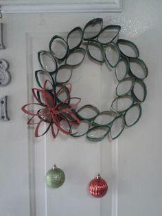 Corona navideña #carton #nochebuena #puerta #esferas