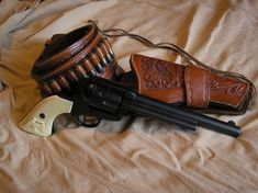 Colt Single Action Army, Revolvers, Cool Guns, Guns And Ammo, Walking Dead, Firearms, Hand Guns, Knives, Weapons