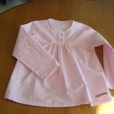 Woman's tunic with ruching and button placket – tutorial Baby Couture, Couture Sewing, Girls Tunics, Clothing Tags, American Girl Clothes, Kids Pajamas, Sewing For Kids, Sewing Ideas, Toddler Fashion