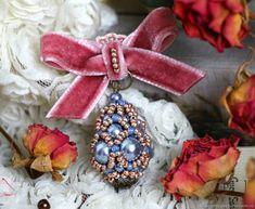 Купить Голубая брошь, плетеная брошь, маленькая брошь из бисера и бусин Веро в интернет магазине на Ярмарке Мастеров