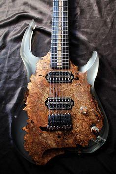 Une magnifique création de chez Stone Wolf Guitars. Retrouvez des cours de guitare d'un nouveau genre sur MyMusicTeacher.fr