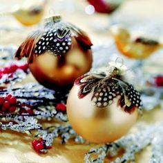 DIY christmas ornaments feathers by amalia