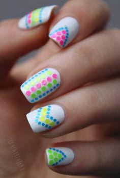 Neon skittle mani, nail art, essie - blanc, Claire's - Dizzy, frautaubenblau