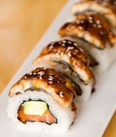 With this healthy sushi rice recipe you can add fun and creativity to create other sushi flavors that you love! What about fusion style sushi or scrumptious California? What's your sushi roll? Enjoy et bon appétit! Maki Sushi Roll, Sushi Rolls, Eel Sushi, Sushi Comida, Seafood Recipes, Cooking Recipes, Eel Recipes, Sushi Roll Recipes, Gastronomia