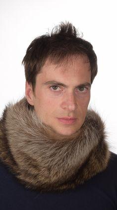 Scaldacollo in pelliccia unisex, in autentica marmotta naturale. Scaldacollo in pelliccia adatto per un freddo ed intenso inverno. Lavorato artigianalmente in Italia.  www.amifur.it