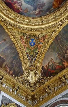 A corner of the ceiling of the Room of the Peace in the Versailles Castle Chateau Versailles, Palace Of Versailles, Beautiful Architecture, Beautiful Buildings, Palace Interior, Monuments Historiques, Royal Palace, France Travel, Rococo