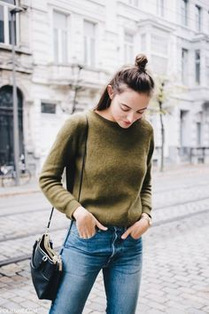 Street style | Top knot | Olive sweater