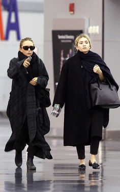 la-modella-mafia-Mary-Kate-and-Ashley-Olsen-in-all-black-everything-street-style-for-Fall.jpg (With images) Mary Kate Ashley, Ashley S, Mary Kate Olsen, Ashley Olsen Style, Olsen Twins Style, Olsen Fashion, Olsen Sister, Street Looks, Comme Des Garcons