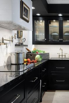 Red and Black Kitchen Decor New Kitchen Cupboard Designs sophisticated Black Cabinets Design Kitchen Cabinets Pictures, Black Kitchen Cabinets, Painting Kitchen Cabinets, Black Kitchens, Diy Cabinets, Farmhouse Cabinets, White Cabinets, Kitchen Backsplash, Glossy Kitchen