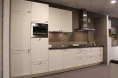 Rechte keuken - Design showroomkeukens te Heerhugowaard - BVA Auctions - online veilingen