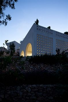 Tel Aviv architect Ron Fleisher has designed Agbaria, a house in an Israeli-Arab village that combines traditional Palestinian and Islamic architecture with modernism.