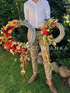 Wianki jesienne z pracowni florystycznej DecoWianka z miłości do piękna. Grapevine Wreath, Grape Vines, Wreaths, Spring, Home Decor, Decoration Home, Door Wreaths, Room Decor, Vineyard Vines