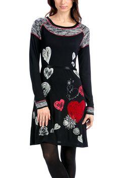 Kleid VEST_NOELIA Knielanges Kleid von Desigual. Der leicht ausgestellte Schnitt und die vielen Herzen sind Charakteristikum des Kleides. Die sehr weiche Haptik dank des aussergewöhnlichen Materialmix verspricht einen hohen Tragekomfort. Material: 82% Viscose, 18% Acryl Maße: Länge: 93 cm, Armlänge: 63 cm, Schulterweite: 36 cm (Größe: 36) Pflegehinweis: Handwäsche...