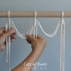 DIY Macrame Wall Hanging Using Vertical Double Half Hitch Knots! Macrame Wall Hanging Diy, Macrame Plant Holder, Macrame Plant Hangers, Macrame Cord, Macrame Knots, Micro Macrame, Wall Plant Hanger, Macrame Projects, Loom Bracelets