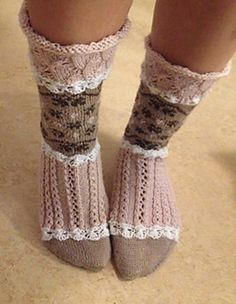 Ravelry S ta rosa sockor pattern by Emelie Br ndstr m Knitting Stiches, Knitting Socks, Baby Knitting, Knitting Patterns, Knitting Designs, Doll Patterns, Knitted Headband, Knitted Poncho, Knitted Blankets