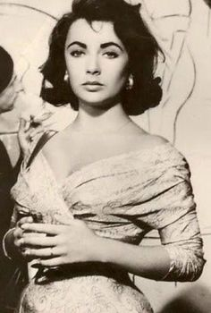 Classical Hollywood Cinema, Hollywood Icons, Old Hollywood Glamour, Golden Age Of Hollywood, Hollywood Stars, Classic Hollywood, Elizabeth Taylor, Queen Elizabeth, Sophia Loren