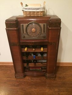 Took An Old Vintage Radio And Made It Into My Bar My