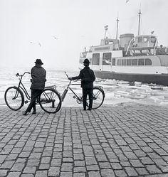 Ismo Hölttö :: Two Boys and The Suomenlinna Ferry, Black And White People, Black And White Pictures, Bw Photography, Monochrome Photography, Ray Bradbury, History Of Finland, Finnish Language, Gallery Website, Love Wallpaper