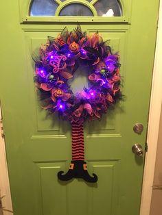 Halloween Door Wreaths, Dollar Tree Halloween, Halloween Deco Mesh, Halloween Ornaments, Dollar Tree Crafts, Diy Halloween Decorations, Halloween Crafts, Halloween Ideas, Halloween Stuff
